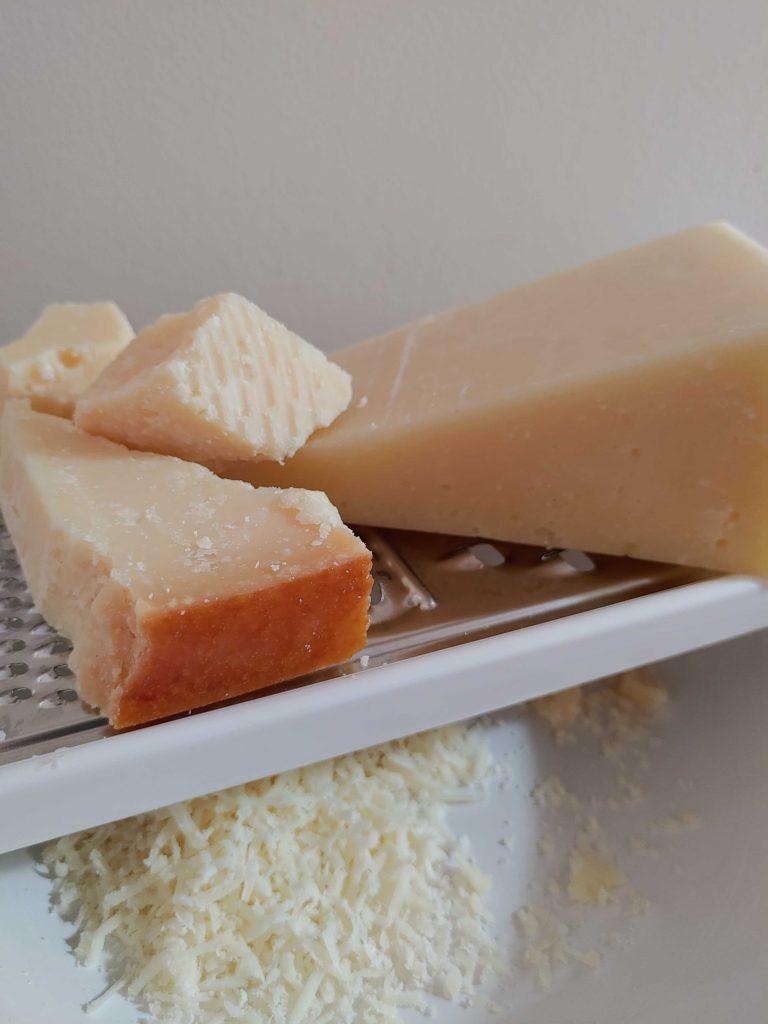 queso pasta carbonara